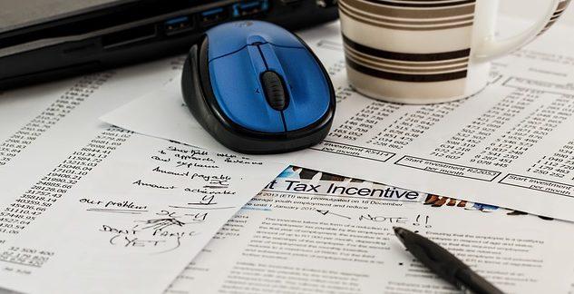 Diferencias entre el impuesto, la inflación y el señoreaje
