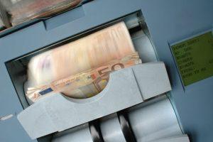La cantidad de dinero es directamente proporcional a los activos en la economía